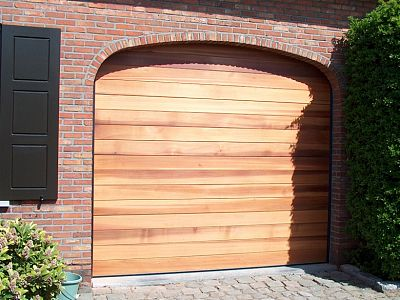 Garagepoort in massief hout